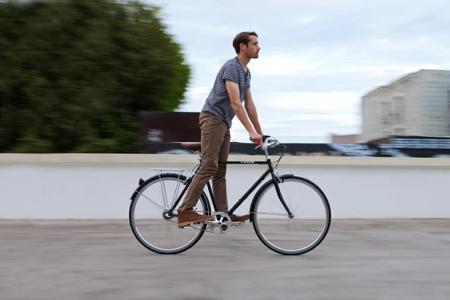 十年造车十次 他研发出自行车可站着骑 双脚踩踏获力重18斤单手可提