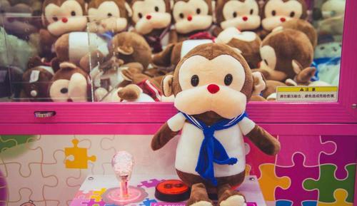 蔡文胜领投1500万 他做H5直播抓娃娃还投实体盒子 自签IP娃娃全正版