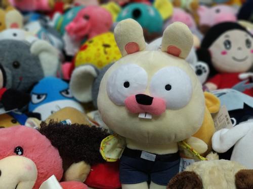 1个月下载量10万的娃娃机:能抓公仔图书杜蕾斯软糖 获种子轮投资