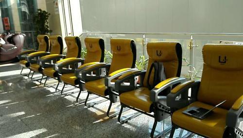 共享座椅落户广州商场 用户扫码充电购饮料 已投放80台
