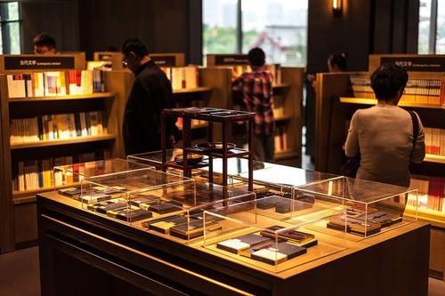 热点 | 国内首家无人售书首店在重庆亮相