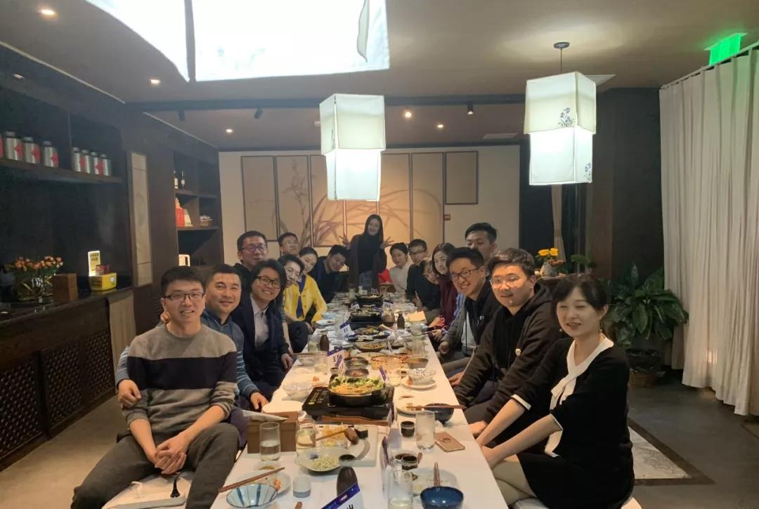 投资人会客厅上,峰瑞资本创始合伙人李丰和大家讨论三四线城市的新消费创业机会。
