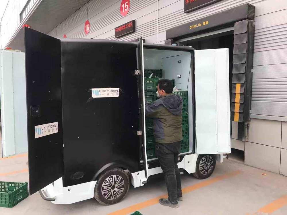 无人车一车可装载75个箱子,每箱能装20斤货物