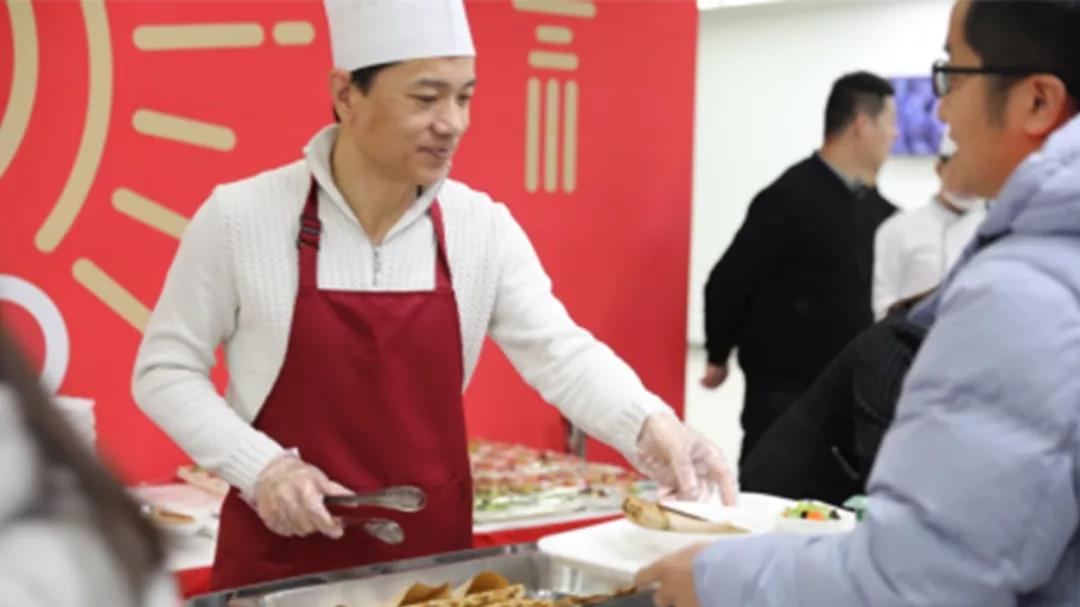 李彦宏发肉饼,迎新年