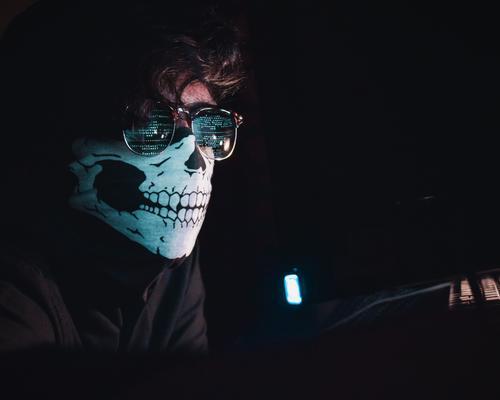雇佣黑客攻击竞品 成都一互联网公司高管被判5年有期徒刑