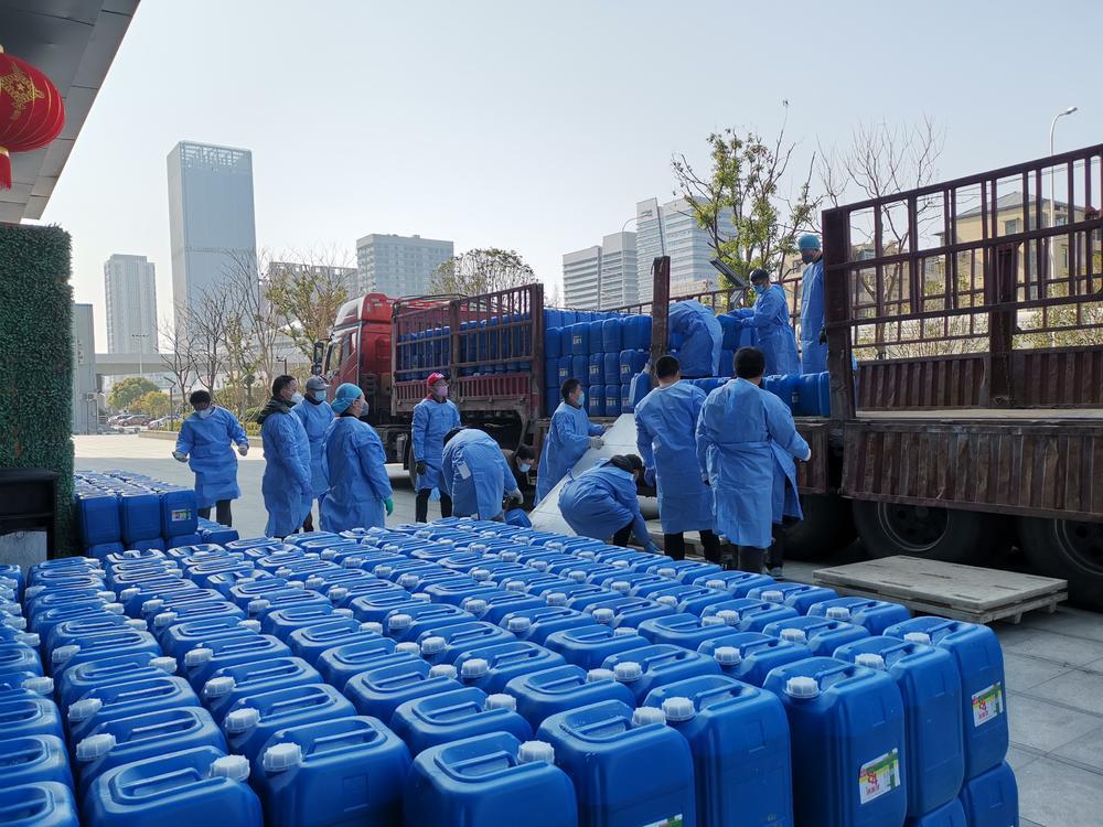 20吨84消毒液,志愿者不到90分钟完成全部卸货任务。
